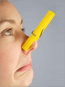 wasknijper op de neus