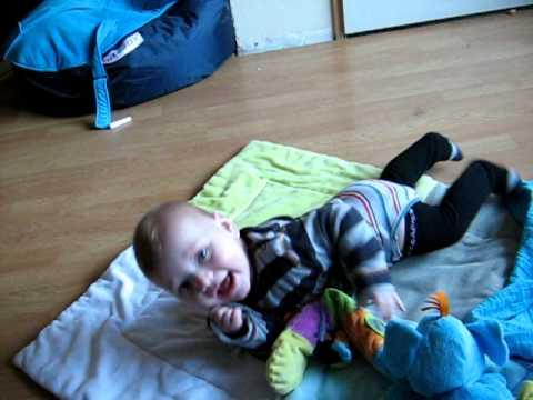 omrollen van een baby