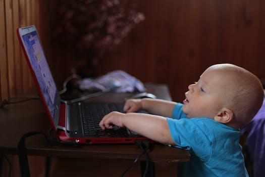 Virtueel autisme: beeldschermen verantwoordelijk voor toename aantal kinderen met autisme?